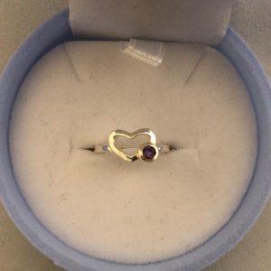 KIDS Ring hartvorm met een paarse steen (925)