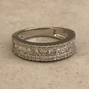 Zilveren ring dubbel bezet met zirkonia's