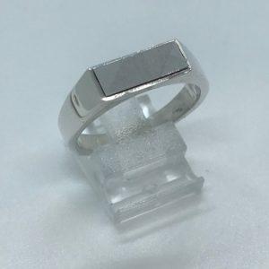 Heren ring zilver met bewerking in de ringkop 20.50