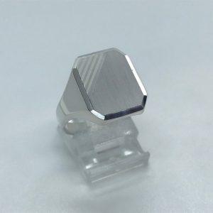 Heren ring zilver met grove ringkop met bewerkingen 19.50