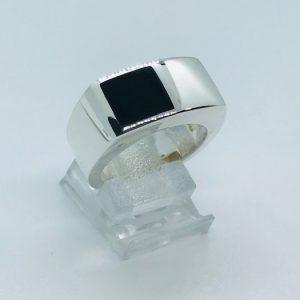 Herenring Onyx zilver bewerking poli maat 18.50